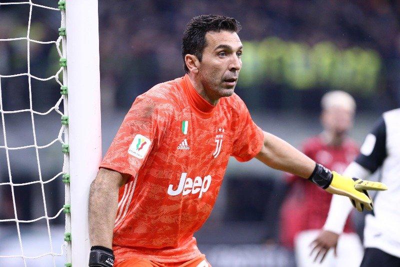 AC Milan vs Juventus, Buffon Girang Dapat Kaus Maldini